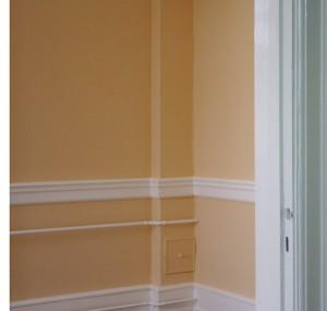 Vægmaling tonet med guldokker