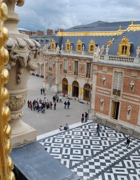 Solkongens slot i Versailles med vinduer fra 1600-tallet
